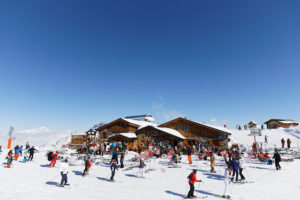 フランス ロックダウン緩和 商店、美術館再開もスキーはお預け