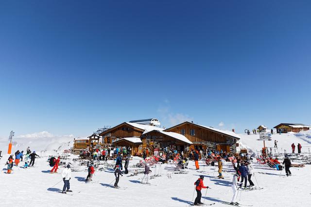フランスロックダウン緩和、商店再開、スキーはお預け