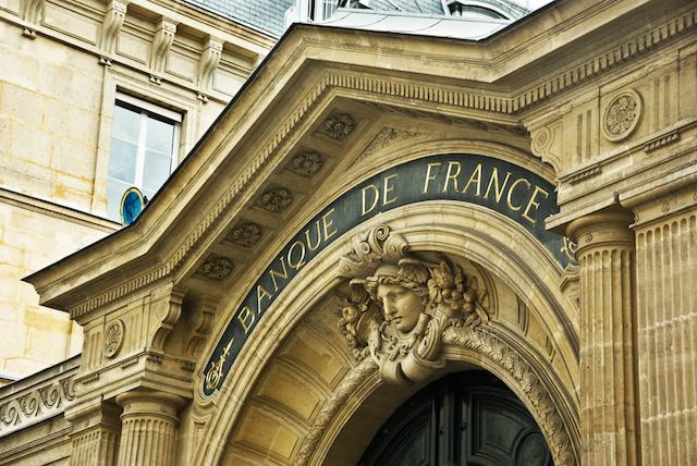 フランス経済成長マイナス5%で持ちこたえ