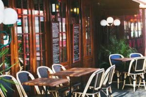 フランス ロックダウンの段階的解除、テラス席での外食を許可へ