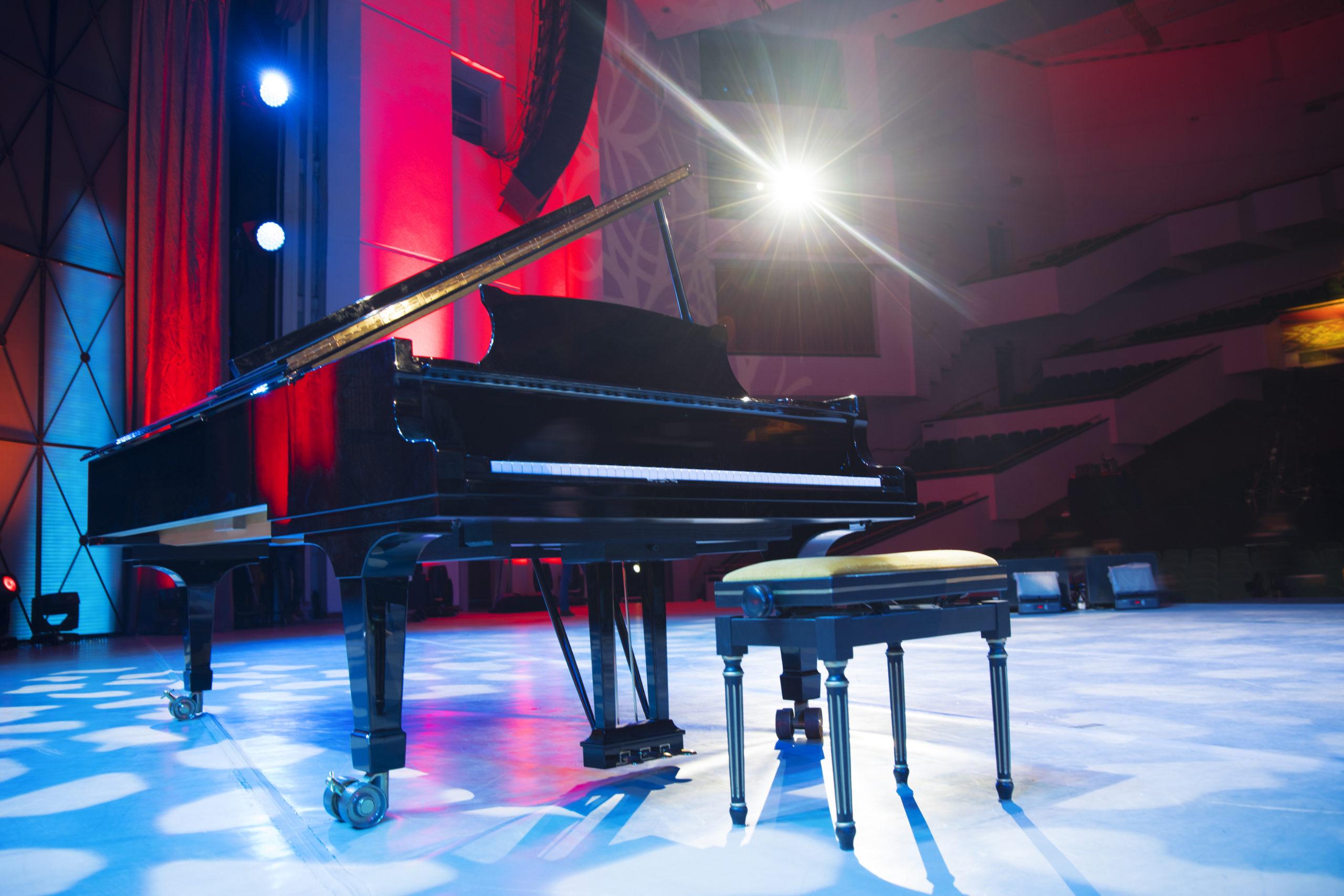 ステージ ピアノ