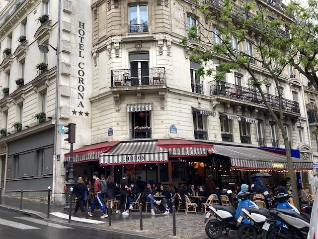 フランス休業者270万人の1年