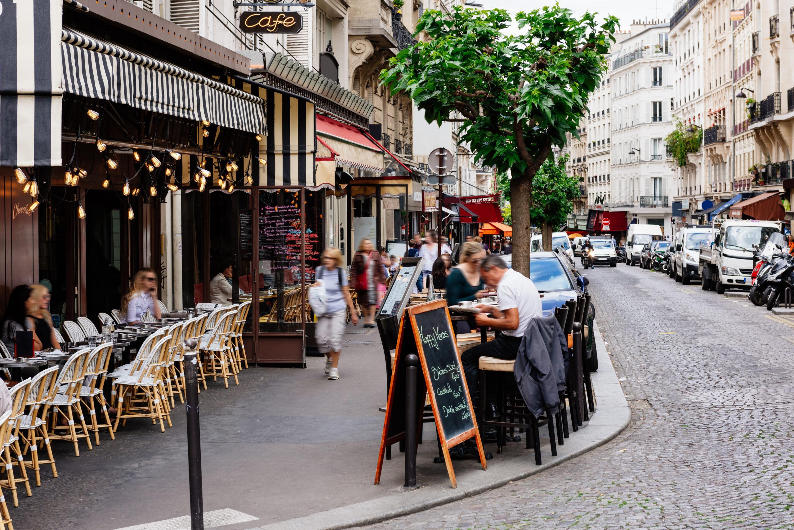 コージー通り パリ カフェ