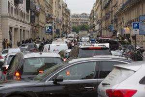 パリ市内制限速度時速30キロに
